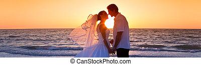 lovász, párosít, házas, menyasszony, napnyugta, esküvő, csókolózás, tengerpart