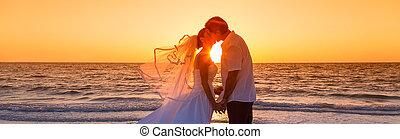 lovász, panoráma, párosít, házas, menyasszony, napnyugta, esküvő, tengerpart