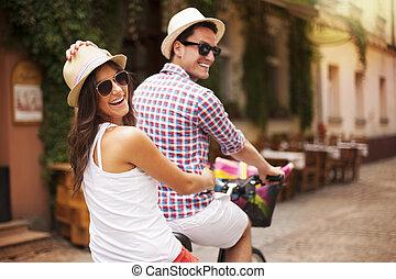 lovaglás, párosít, boldog, utca, bicikli, város