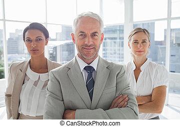 magabiztos, álló, colleagues, üzletember, elülső