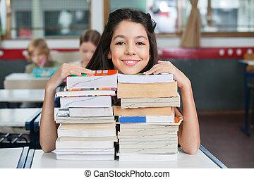 maradék, kazalba rakott, előjegyez, áll, íróasztal, diáklány, boldog