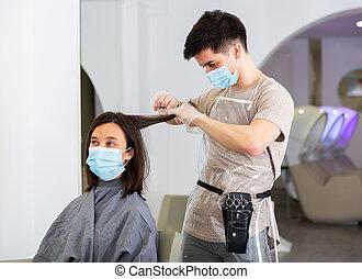 maszk, fogadószoba, ember, használ, hajvágás, woman arc