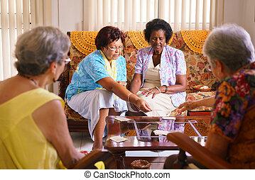 menedékház, kártya játék, játék, nők, idősebb ember