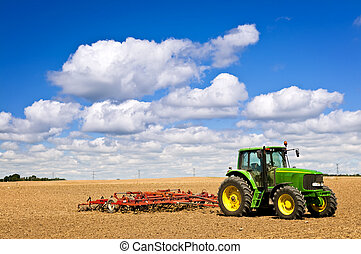 mező, traktor, megszántott
