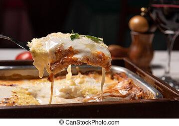 minced, lágy, lasagna, finom, izomerő, tető, bazsalikom, szósz, elkészített, besamel, zöld, fény, bolognese