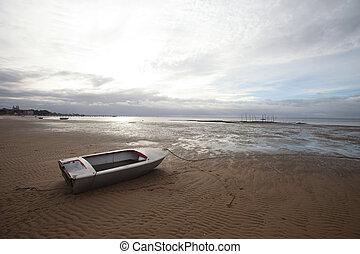 mosakszik, csónakázik