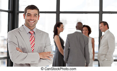 mosolygós, fényképezőgép, üzletvezető