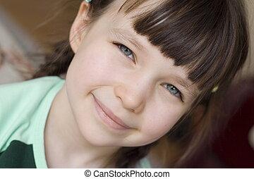 mosolyog lány
