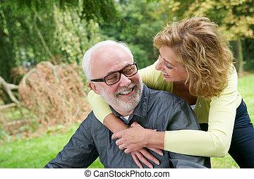 mosolyog woman, szabadban, ember, idősebb