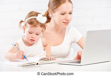 munka család, anya, számítógép, gyermek, csecsemő, otthon, boldog