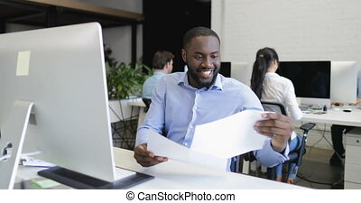 munka hivatal, afrikai, modern, businesspeople, kreatív, ügy, menedzser, számítógép, befog, amerikai, ember