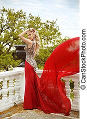 nézet., nő, feltevő, gown., szexi, erkély, fújás, formál, hableány, fiatal, liget, piros, finom, ruha, gyönyörű