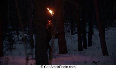 nő, fáklya, gyalogló, éjszaka, fiatal, erdő