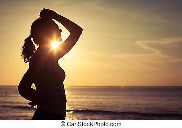 nő, fegyver, tenger, alatt, nyílik, napkelte
