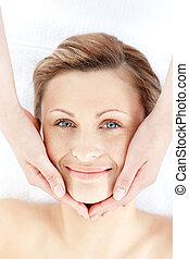 nő, felfogó, facial masszázs, gyönyörű