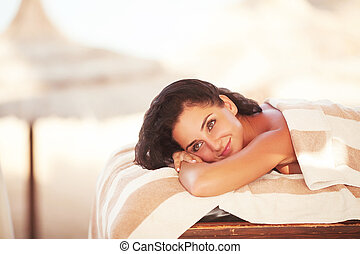 nő, fesztelen, massage., hát, ásványvízforrás, mosolygós, felfogó, masszázs