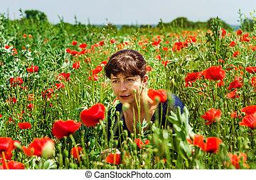 nő, fiatal, mező, feltevő, mákok, piros