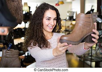 nő, fiatal, store., cipő