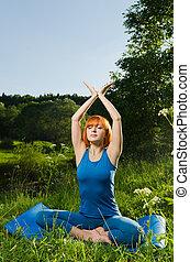 nő, gyakorló, állóképesség, szabadban, jóga, piros