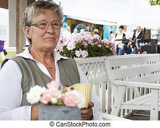 nő, kávéház, öreg