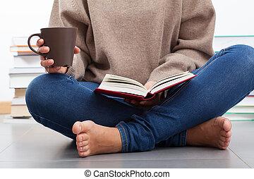 nő, könyv, felolvasás