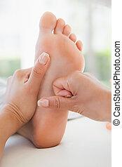 nő, lábfej masszázs, felfogó