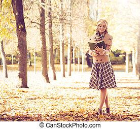 nő, liget, fiatal, ősz, könyv, felolvasás