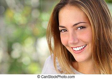 nő, mosoly, kifehéredik, teljes, gyönyörű