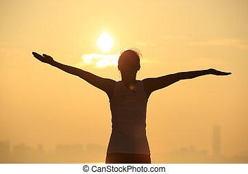 nő, napkelte, fegyver, alatt, nyílik