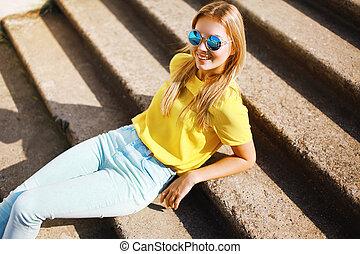 nő, napszemüveg, őstulok, mód, feltevő, meglehetősen, portré, mosolygós