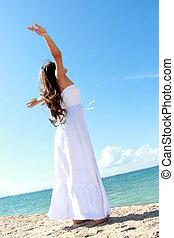 nő, neki, bágyasztó, nyit fegyver, szabadság, élvez, tengerpart