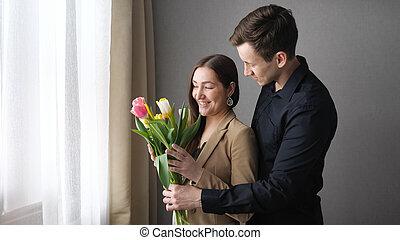 nő, neki, kap, tulipán, szerető, menstruáció, meglepődött