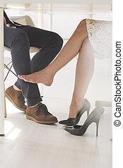 nő, neki, láb, megható, seductively, ember