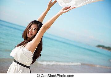 nő, nyit fegyver, ázsiai, élvez, tengerpart