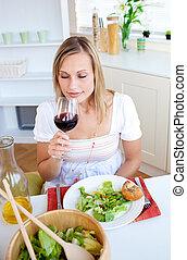 nő, sugárzó, vacsora, birtoklás