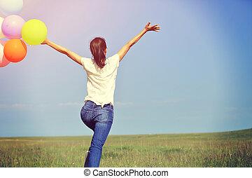nő, színezett, fiatal, futás, ugrás, zöld, ázsiai, füves táj, léggömb