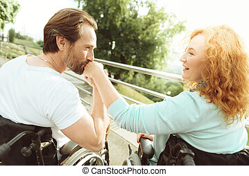 nő, szeret, kéz, nyersbőr, érett, csókolózás, ember