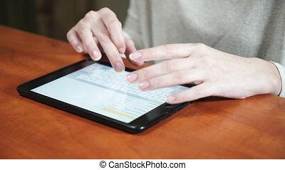 nő, tabletta, hivatal, dolgozó, számítógép, kézbesít