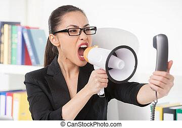 nő, telefon, üzletasszony, mérges, fiatal, beszéd, időz, kiabálás, megaphone., hangszóró