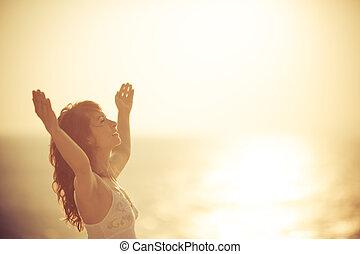 nő, tengerpart, bágyasztó, boldog