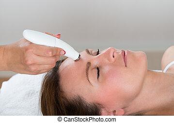 nő, terápia, felfogó, microdermabrasion