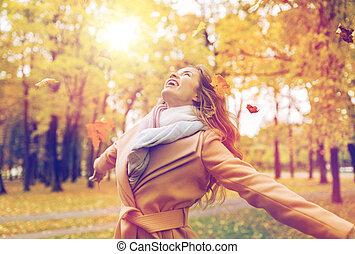 nő, zöld, liget, ősz, móka, birtoklás, boldog