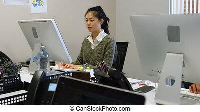 női, dolgozó, végrehajtó, 4k, hivatal, számítógép