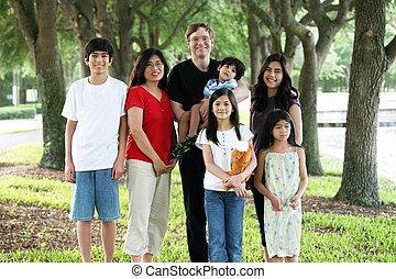 nagy, sok nemzetiségű, hét, család