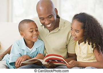 nappali, ülés, két, könyv, mosolygós, felolvasás, gyerekek, ember