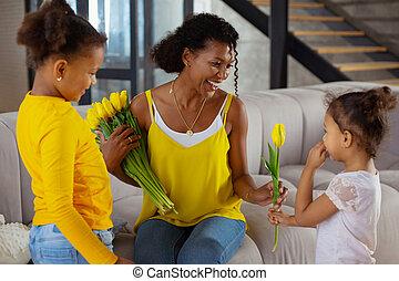 neki, mommy, átnyújtás, menstruáció, nemzetközi, gyerekek