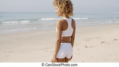 nyár, gyalogló, nő, tengerpart, fiatal