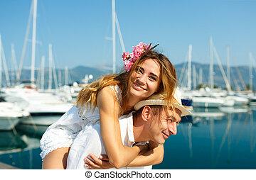 nyár, kikötött, párosít, napfény, marina, fiatal, waterfront, bájos, bír, csónakázik, móka, fényűzés