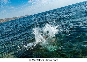 nyár, pihenés, fogalom, fiú, nagy, tengerpart., víz, ugrás, ünnepek, day., csípős, loccsanás, wiht, tenger, aktivál, idegenforgalom, szirt