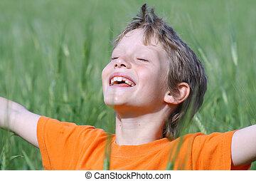 nyár, szemek, kinyújtott, nap, fegyver, csukott, gyermek, mosolygós, élvez, boldog